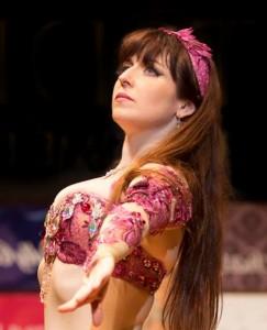 バイリンガルでベリーダンスを教えるOzma